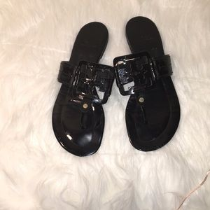 TORY BURCH BLACK PATENT LEATHER SANDALS THONG 8